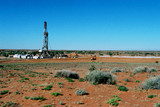 Mining Photo Stock Library - oil and gas drill rig in the desert.  shot from a distance to show soil,  vegetation and harsh environment. ( Weight: 1  New Image: NO)